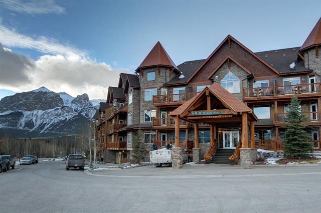 30 Lincoln #205, Canmore, AB T1W 3E9 (#C4165656) :: Redline Real Estate Group Inc