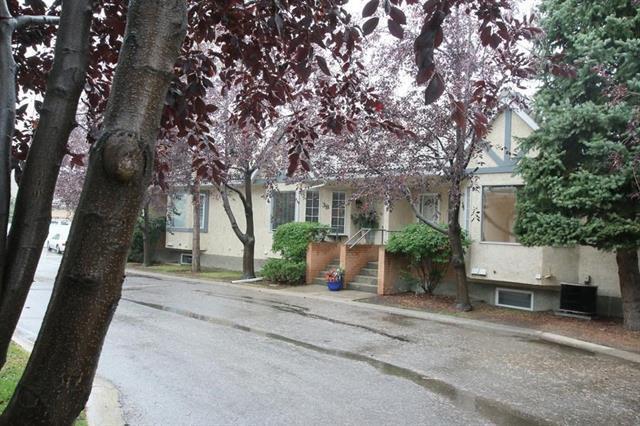 38 Richelieu Court SW, Calgary, AB T3E 7E9 (#C4165667) :: The Cliff Stevenson Group