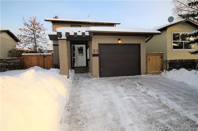 31 Castlepark Road NE, Calgary, AB T3J 1R9 (#C4166392) :: The Cliff Stevenson Group