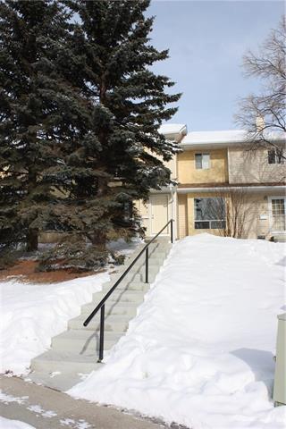 189 Deerfield Drive SE, Calgary, AB T2J 7B7 (#C4166810) :: The Cliff Stevenson Group