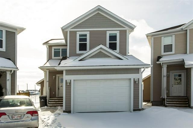 19 Sunrise Crescent NE, High River, AB T1V 0B9 (#C4167302) :: Redline Real Estate Group Inc