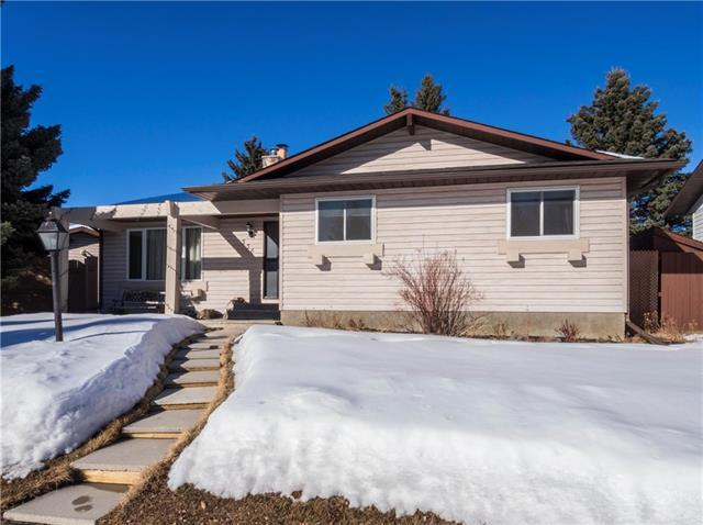536 Woodhill Place SW, Calgary, AB T2W 3L5 (#C4168006) :: Canmore & Banff