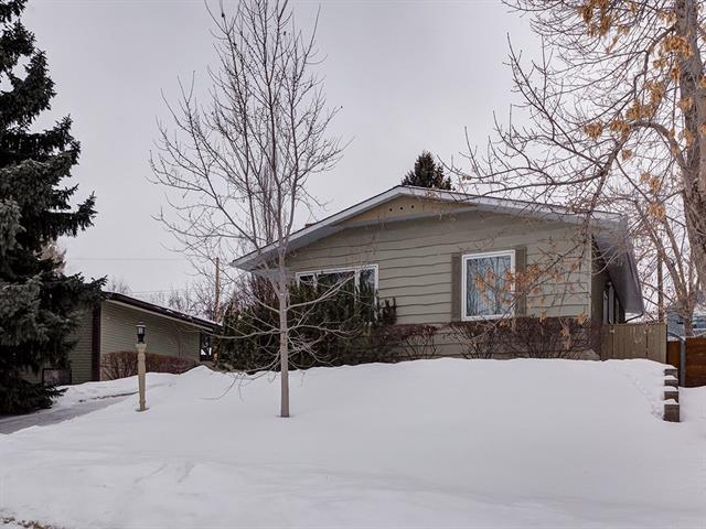 2219 Chicoutimi Drive NW, Calgary, AB T2M 4N3 (#C4170858) :: Canmore & Banff