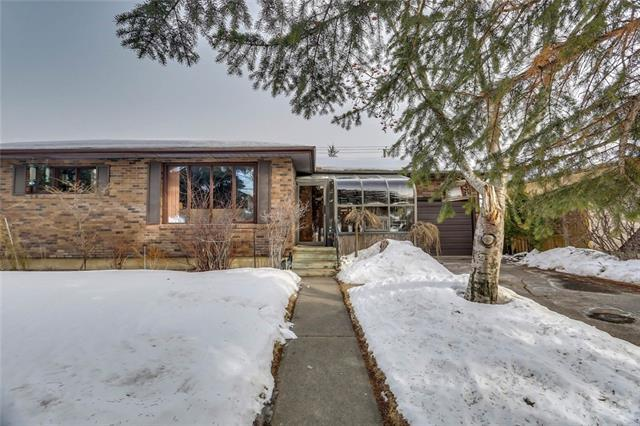 22 Rossburn Crescent SW, Calgary, AB T3C 2N5 (#C4171117) :: Canmore & Banff