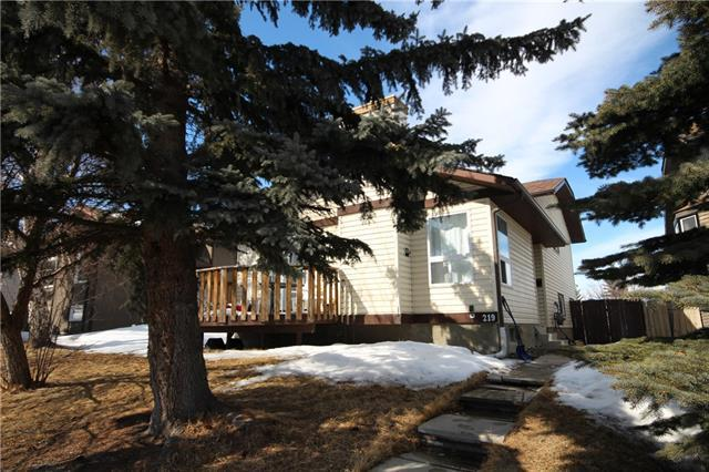 219 Shawglen Road SW, Calgary, AB T2Y 1Y6 (#C4171257) :: Redline Real Estate Group Inc