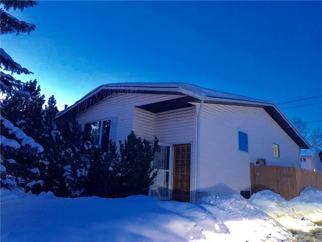 250 Woodside Circle SW, Calgary, AB T2W 3K4 (#C4171613) :: Canmore & Banff