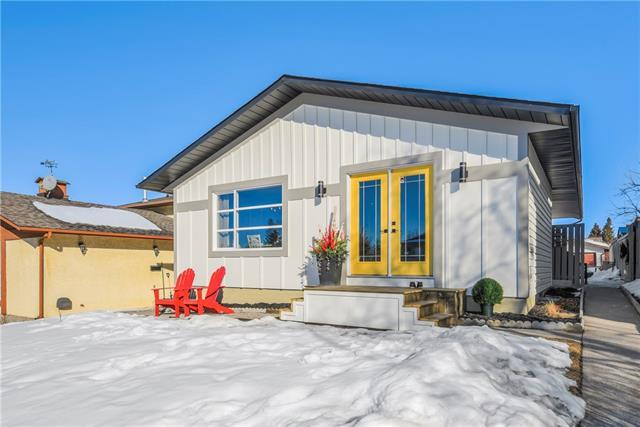 220 Mckinnon Crescent NE, Calgary, AB T2E 7B7 (#C4172371) :: Canmore & Banff