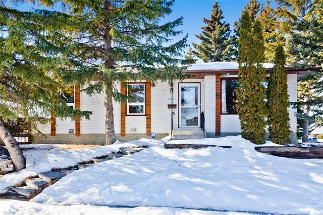 7715 Hunterquay Road NW, Calgary, AB T2J 2X9 (#C4172467) :: Canmore & Banff