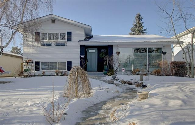 52 Walnut Drive SW, Calgary, AB T3C 3H3 (#C4172489) :: Canmore & Banff