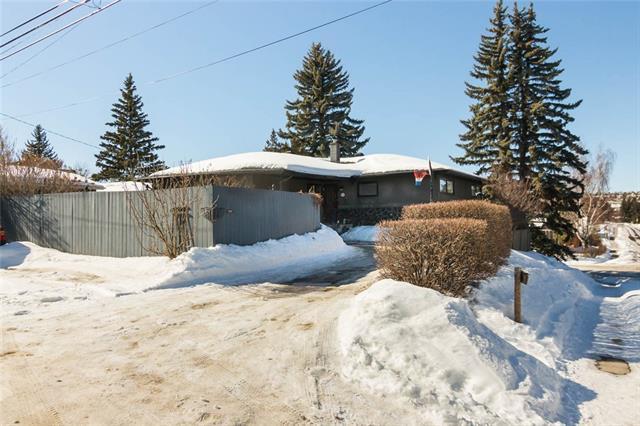 72 Gateway Drive SW, Calgary, AB T3E 4J9 (#C4172600) :: Canmore & Banff
