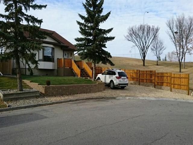 1463 Marlyn Way NE, Calgary, AB T2A 7H1 (#C4172657) :: Canmore & Banff