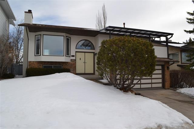 199 Hawkcliff Way NW, Calgary, AB T3G 2T5 (#C4172843) :: Canmore & Banff
