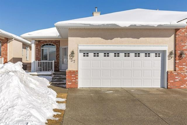 99 Christie Point(E) SW #37, Calgary, AB T3H 3K8 (#C4172878) :: Canmore & Banff