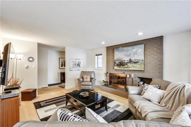 7219 Kananaskis Drive SW, Calgary, AB T2V 2N3 (#C4173048) :: Redline Real Estate Group Inc