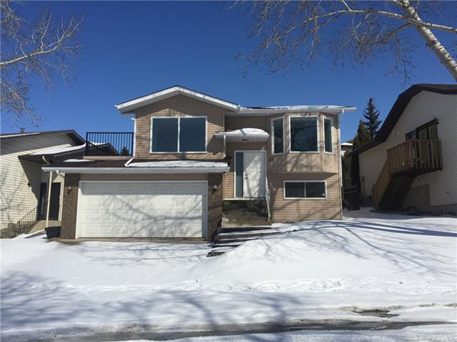 40 Hawkcliff Way NW, Calgary, AB T3G 2R7 (#C4173088) :: Canmore & Banff