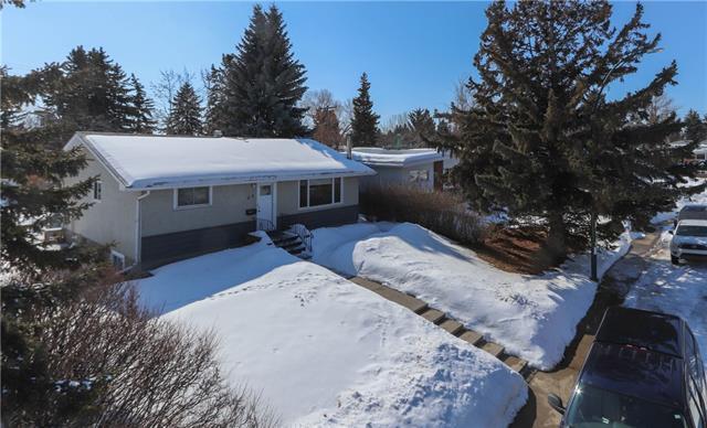 25 Kentish Drive SW, Calgary, AB T2V 2L4 (#C4173629) :: Redline Real Estate Group Inc