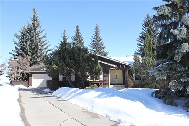 587 Woodpark Crescent SW, Calgary, AB T2W 2S1 (#C4174010) :: Redline Real Estate Group Inc