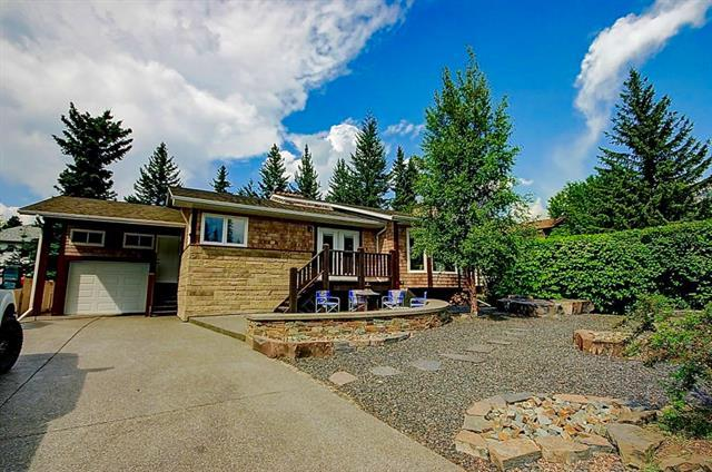 245 Grizzly Crescent, Canmore, AB T1W 1B8 (#C4174094) :: Redline Real Estate Group Inc