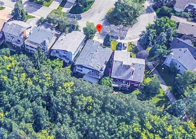 3 Stratton Court SW, Calgary, AB T3H 1W5 (#C4174543) :: Canmore & Banff