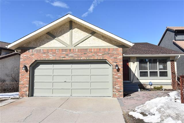 31 Stratton Hill Rise SW, Calgary, AB T3H 1W8 (#C4175699) :: Canmore & Banff