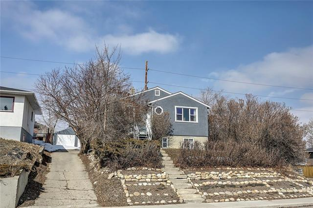 240 32 Avenue NE, Calgary, AB T2E 2G7 (#C4176683) :: Redline Real Estate Group Inc
