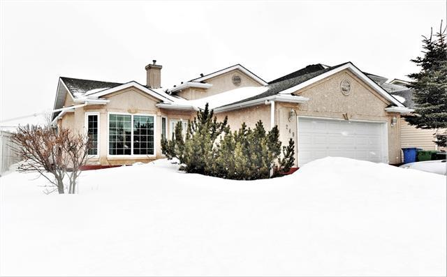 249 Hawkstone Drive NW, Calgary, AB T3G 3S4 (#C4176686) :: Redline Real Estate Group Inc