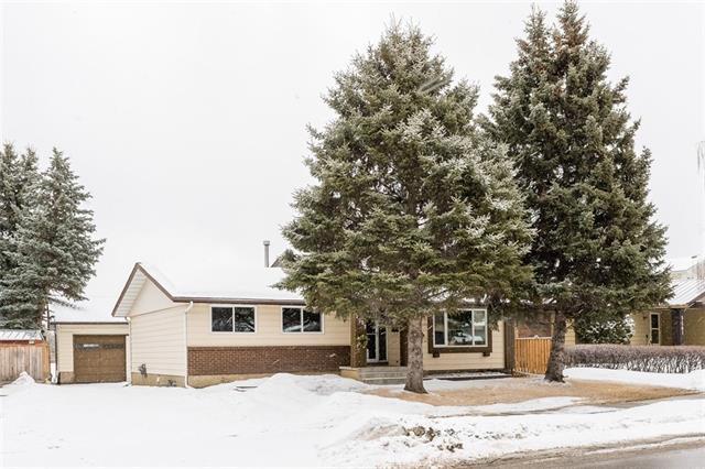 3257 Cedarille Drive SW, Calgary, AB T2W 2H1 (#C4177731) :: Redline Real Estate Group Inc