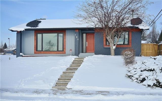 704 Lake Lucerne Drive SE, Calgary, AB T2J 3C5 (#C4177759) :: Redline Real Estate Group Inc