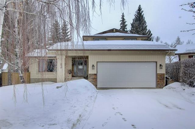 335 Woodpark Place SW, Calgary, AB T2W 2X9 (#C4177828) :: Redline Real Estate Group Inc