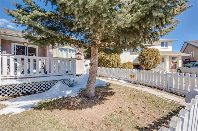 134 Abalone Place NE, Calgary, AB T2A 6N1 (#C4178115) :: Canmore & Banff