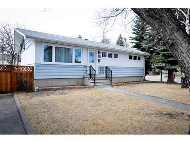 12 Maple Place SW, Calgary, AB T2V 1V7 (#C4178383) :: Tonkinson Real Estate Team