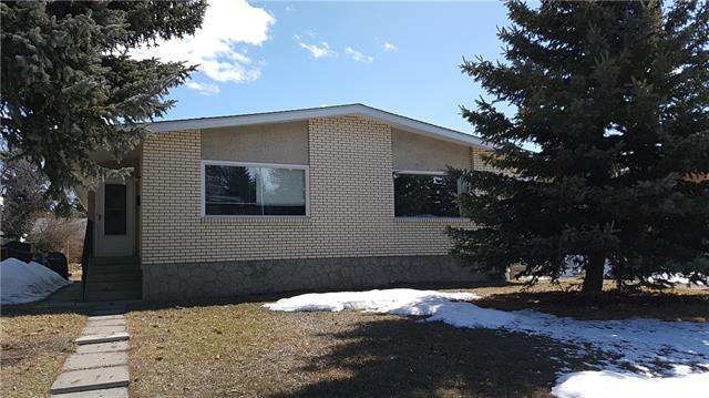 2822 43 Street SW, Calgary, AB T3E 3N7 (#C4178408) :: Canmore & Banff