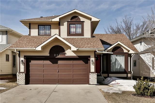 217 Sandarac Drive NW, Calgary, AB T3K 3W8 (#C4178517) :: Redline Real Estate Group Inc