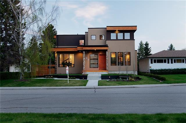 27 Carmangay Crescent NW, Calgary, AB T2L 0S8 (#C4178565) :: Canmore & Banff