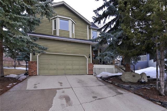 35 Strathlorne Crescent SW, Calgary, AB T3H 1R6 (#C4178578) :: Canmore & Banff