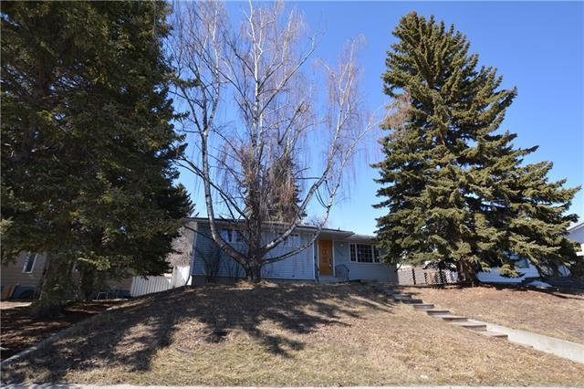 1256 Rosehill Drive NW, Calgary, AB T2K 1M2 (#C4178678) :: Redline Real Estate Group Inc