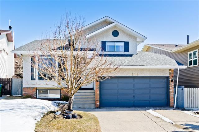 111 Hawkhill Court NW, Calgary, AB T3G 2T7 (#C4178697) :: Redline Real Estate Group Inc