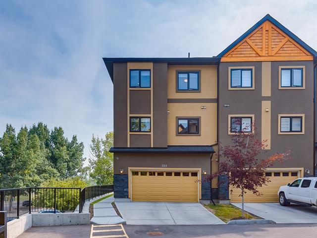 213 Valley Ridge Manor NW, Calgary, AB T3B 6C4 (#C4178771) :: Redline Real Estate Group Inc