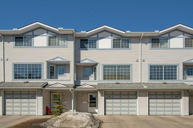 104 Kingsland Court SW, Calgary, AB T2V 0S2 (#C4178805) :: Redline Real Estate Group Inc