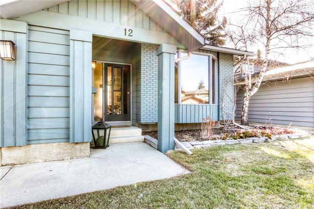 12 Woodgreen Crescent SW, Calgary, AB T2W 4A5 (#C4179171) :: Redline Real Estate Group Inc