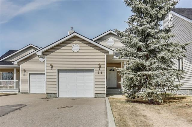 218 Centre Avenue NW, Airdrie, AB T4B 2M6 (#C4179383) :: Canmore & Banff