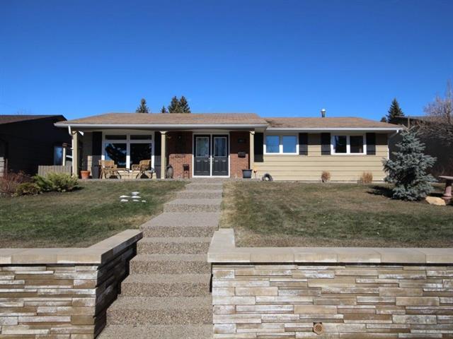 927 Lake Twintree Crescent SE, Calgary, AB T2J 2W4 (#C4179868) :: Tonkinson Real Estate Team