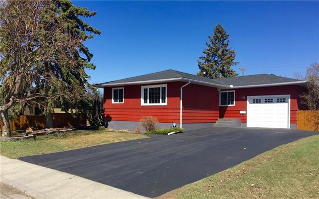 132 Springwood Drive SW, Calgary, AB T2W 0K5 (#C4181202) :: Redline Real Estate Group Inc