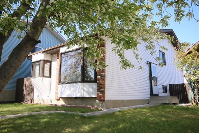 128 Sandarac Way NW, Calgary, AB T3K 2Y3 (#C4181879) :: Redline Real Estate Group Inc