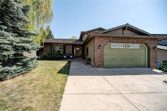 44 Strathbury Circle SW, Calgary, AB T3H 1P8 (#C4181893) :: The Cliff Stevenson Group