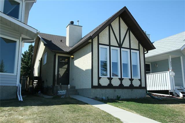 223 Sandstone Drive NW, Calgary, AB T3K 3B9 (#C4181925) :: Redline Real Estate Group Inc