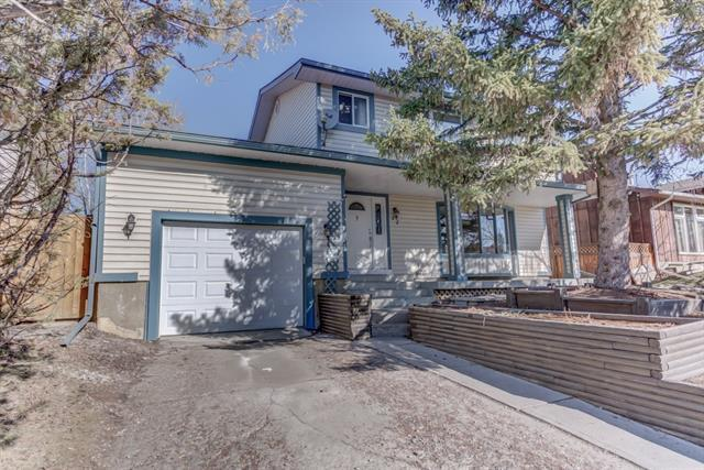 22 Knowles Avenue, Okotoks, AB T1S 1G8 (#C4182062) :: The Cliff Stevenson Group