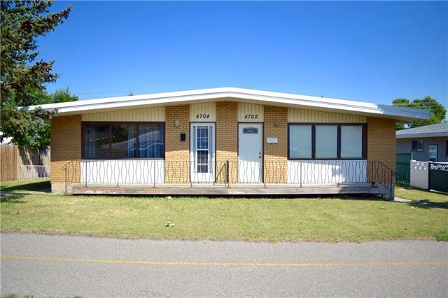 4702/4704 14 Street NW, Calgary, AB T2K 1J6 (#C4182339) :: Redline Real Estate Group Inc