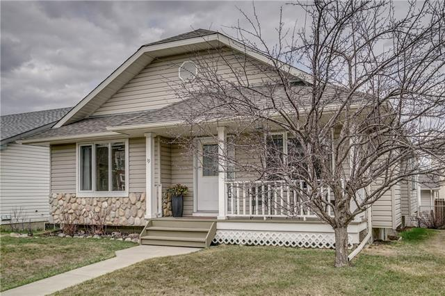 19 Westfall Drive, Okotoks, AB T1S 1V7 (#C4182500) :: Redline Real Estate Group Inc