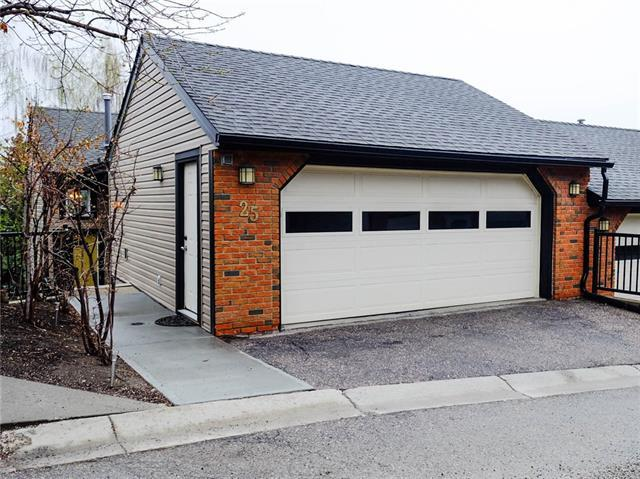 448 Strathcona Drive SW #25, Calgary, AB T3H 1M3 (#C4183036) :: The Cliff Stevenson Group